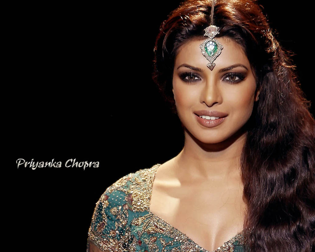 http://www.housefull.in/wallpapers/priyanka-chopra/priyanka_chopra-3.jpg